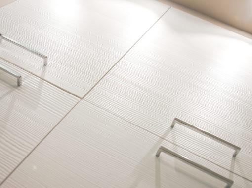 CUCINA-SALOTTO | Cucina moderna bianca in finitura spazzolato yellowpine